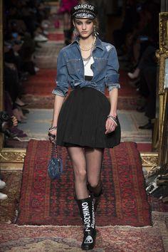 Moschino Fall 2016 Ready-to-Wear Fashion Show - Maartje Verhoef