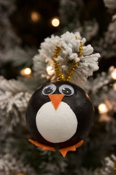 DIY Penguin Ornaments- These cute DIY Penguin Ornaments are so easy to make and are perfect to do with the little kiddos!