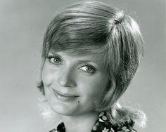 Florence Henderson Cause Of Death: Heart Failure Kills Brady Bunch Mom - http://www.morningledger.com/florence-henderson-cause-of-death-heart-failure-kills-brady-bunch-mom/13124504/