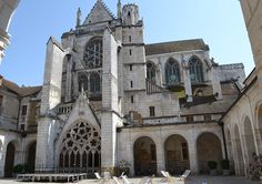 Saint-Germain d'Auxerre (1234 CE) - rose window increased in size with emphasis on LIGHT