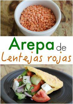 Arepa saludable de lentejas rojas orgánicas con relleno de ensalada griega | arepasfit.com