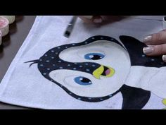 MPC 150427 DESIREE ARTHUSO PINTURA EM TECIDO PINGUIM PT1 - YouTube