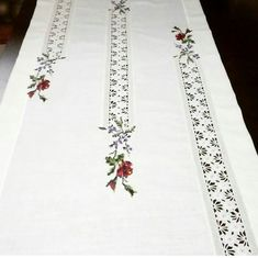 Crewel Embroidery, Machine Embroidery, Ribbon Embroidery, Embroidery Designs, Crochet Tablecloth, Crochet Doilies, Bird Quilt Blocks, Hessian Table Runner, Sunflower Tattoo Design