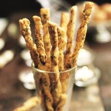 Stengels met parmaham en parmezaanse kaas