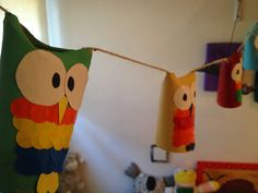 Unos lingo búhos reciclados. Recycled owls with paper tube rolls