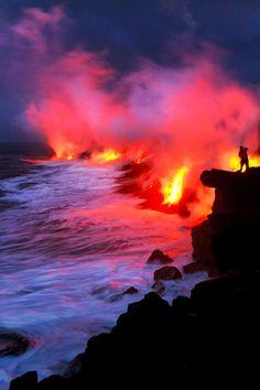 Glutküste: Mit der Geschwindigkeit eines gemütlichen Radfahrers strömt die Lava...
