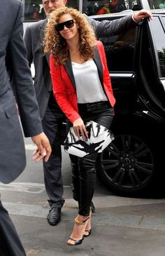 Beyonce Knowles Photo - Beyonce and Jay-Z Out in Paris