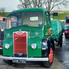 Old Lorries, Vintage Trucks, Classic Trucks, Big Trucks, Cars And Motorcycles, Guys, Coaches, Vehicles, British