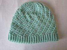 Gorro de lã confeccionada em crochê. Sob encomenda na cor de sua preferência. R$ 25,00