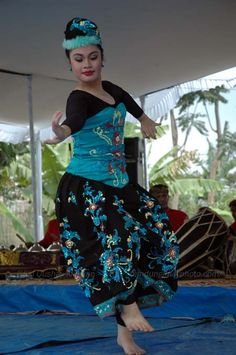 Jaipongan energic dance from west java