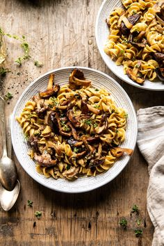 You Have Meals Poisoning More Normally Than You're Thinking That Herby Buttered Mushroom Stroganoff Fusilli, Whole Foods 365, Butter Mushroom, Balsamic Vinegar Chicken, Mushroom Stroganoff, Chicken Stroganoff, Stroganoff Recipe, Cozy Meals, Gourmet