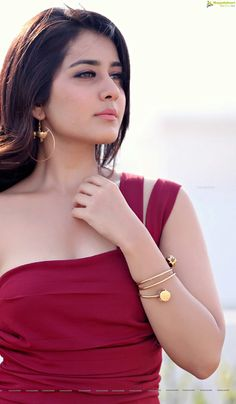 Tollywood Girl Rashi Khanna In Sleeveless Maroon Dress Beautiful Bollywood Actress, Most Beautiful Indian Actress, Beautiful Actresses, South Actress, South Indian Actress, Beautiful Gorgeous, Beautiful Saree, Beautiful Women, Beauty Full Girl
