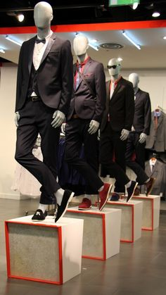 Mannequin plinth for Topman Oxford Street. Mannequin plinth for Topman Oxford Street. Visual Merchandising Displays, Visual Display, Shop Window Displays, Store Displays, Suit Stores, My Unique Style, Store Windows, Showcase Design, Work Inspiration