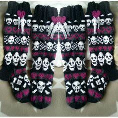 Rokkia ja rakkautta sukat Sock Toys, Socks, Diy Clothes, Knit Crochet, Knitting, Darkness, Ideas, Fashion, Stockings