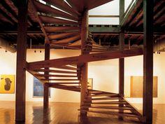 Escadaria da sala principal do MAM-BA foi projetada pela arquiteta Lina Bo Bardi.