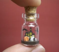 unique crafts, tiny world in a bottle – miniatures from akinobu izumi - crafts ideas - crafts for kids Halloween Scene, Holidays Halloween, Halloween Crafts, Halloween Decorations, Bottle Jewelry, Bottle Charms, Bottle Art, Bottle Necklace, Glass Bottle