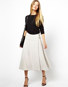 classic and elegant, this skirt is perfect for the holidays events as well as for an upgraded everyday look
