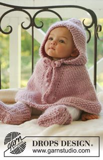 """Little Peach - Knitted DROPS poncho with hood and booties in """"Eskimo"""". - Free pattern by DROPS Design"""