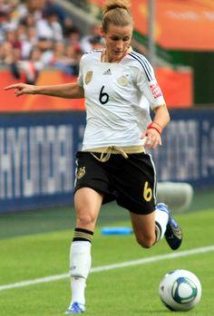 Simone Laudehr in 2011 - Bayern München