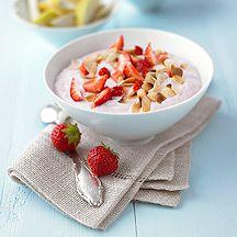 Fruchtiger Frühstart - Birne, Honigmelone, Zitronensaft, Mandeln, Erdbeeren, Magerquark, Honig