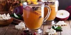 This easy and warming recipe for crockpot hot apple cider beverage cooks to perfection in your slow cooker. Hot Spiced Cider, Apple Cider Drink, Apple Cider Cocktail, Cider Cocktails, Fall Cocktails, Fall Drinks, Spiced Wine, Mixed Drinks, Licor Baileys