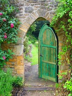 green ogee arch -- looks like the entrance to the Secret Garden Cool Doors, The Doors, Unique Doors, Windows And Doors, Garden Doors, Garden Gates, Garden Beds, Porches, Arch Gate