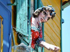 Buenos Aires est une ville bâtie sur des mythes et des légendes qui se tissent autour de ses origines et de son destin. GEO.fr vous propose un parcours pour explorer les histoires - entre fiction et réalité - qui ont forgé l'identité de la capitale argentine et qui lui confèrent son charme --> http://www.geo.fr/voyages/voyages-geo/balade-buenos-aires-argentine-mythes/