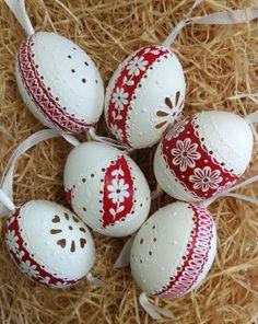 madeirové kraslice | Emiska-Moje malé dielka Egg Shell Art, Egg Decorating, Egg Shells, Easter Eggs, Album, Wood, Xmas, Manualidades, Porcelain