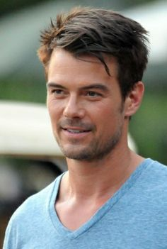 Actor Josh Duhamel in Fire with Fire. A movie by David Barrett. The film is thrilling and Josh Duhamel plays fantastic. Josh Duhamel, Curled Hairstyles For Medium Hair, Medium Hair Cuts, Dakota Do Norte, Weak In The Knees, Hollywood Men, Salon Style, Men's Style, Nicholas Sparks
