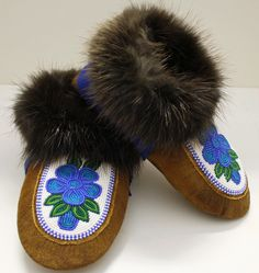 Moosehide moccasin slippers with floral beaded design with blue melton cuff with Beaver fur. Made by Rosa Wedzin from Behchoko NT. Native Beadwork, Native American Beadwork, Beaded Moccasins, Nativity Crafts, Beaded Earrings, Beaded Jewelry, Sewing Leather, Bead Art, Native Design