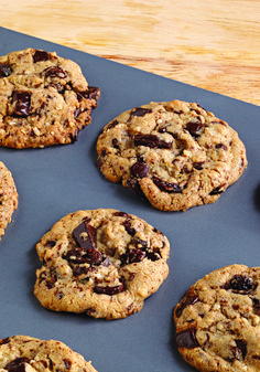Peanut Butter, Oatmeal & Chocolate Chunk Cookies – Creamy peanut butter and chocolate chunks combine in one oatmeal cookie recipe that's perfect for giving as a thoughtful homemade gift.