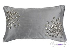 cojines decorativos - Buscar con Google Couch Pillow Covers, Couch Pillows, Cushion Covers, Glam Pillows, Ring Pillows, Diy Cushion, Pillow Inspiration, Pillow Fabric, Decorative Pillow Cases
