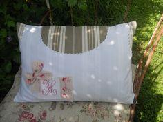 Coussin toile a matelas chemise ancienne monogramme roses linge ancien : Textiles et tapis par l-atelier-de-rose-cottage