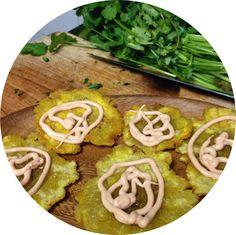 """Patacones a """"la Cuyagua"""", como los sirven en la playa venezolana que lleva su nombre ∞ Fried green plantains -as plated on the beach called """"Cuyagua""""-."""