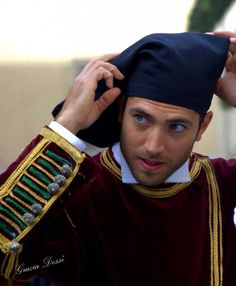 Sennori : berrìtta (male headgear from Sardinia), usually made of orbace: a wool tissue Tribes Of The World, People Of The World, Caucasian Race, Sardinian People, Costumes Around The World, Arab Men, Beauty Around The World, Sardinia Italy, Beautiful Costumes