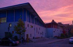 So schön kann es auf dem Campus der FH Kiel sein - unser großes Hörsaalgebäude im Sonnenuntergang.