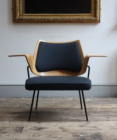 Model 658 chair designed in 1951 by Robin Day for Hille. The chair was originally developed for the Royal Festival Hall Modern Chairs, Modern Furniture, Home Furniture, Furniture Design, Futuristic Furniture, Plywood Furniture, Decoupage Furniture, Furniture Chairs, Modern Armchair