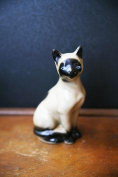 KITTY CAT  : Vintage Siamese Cat Ceramic Figurine