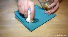 Cómo quitar manchas de pegamento de la ropa - How to remove glue stains from clothes