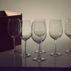 Pack de 6 copas personalizadas con el nombre o el logo que tú elijas. ¿A qué esperas para sorprender a tus amigos?