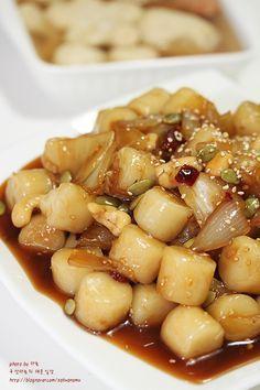 강추! 간장꿀떡볶이 만드는법 : 네이버 블로그 Korean Dishes, Korean Food, Vegetarian Recipes, Cooking Recipes, K Food, Brunch Menu, Comfort Food, Light Recipes, No Cook Meals