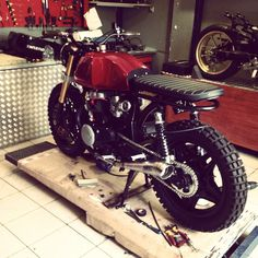 Custom work ain't easy. 16 months and still under construction! #tbt #honda #cb400n #scrambler #motorbike #custom