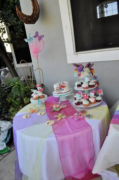 PAPILLONS. Butterfly Birthday Party Sweets Table !