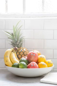 20 hilarious crafty pranks for April Fool's Day. These safe April fools jokes are innocent and will have the whole family laughing. April Fools Pranks, April Fools Day, Little Lunch, Love Fest, Happy Day, The Fool, Kids Meals, Holiday Fun, Activities For Kids