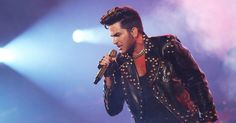 """16.set.2015 - With lead singer Adam Lambert, Queen performed in São Paulo, Ibirapuera Gymnasium. Presentation is part of the tour """"Do not Stop Them Now - Queen + Adam Lambert: Supersonic Men"""". The dental surgeon Octavio Neiva, 46, of Campina Grande (PB), was the one who approved Adam Lambert as lead singer of the English band. """"I wanted to see Brian (May, guitar) and Roger (Taylor, drummer). There had to be someone singing. But IPúblico aprova Adam Lambert como vocalista do Queen após show…"""