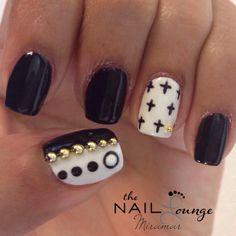 Black & white gel nail art