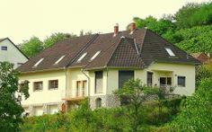 Ferienhaus Mecseki Villa ist 250 m² groß und steht in einer Straße mit vielen Wienhäusern. Von der überdachten Terrasse und dem Wohnzimmer blicken Sie auf ein Meer von grün: die geschützte Natur des Mecseks.  Ferienhaus Mecseki Villa ist in Mecseknádasd, ein charmantes Dorf in der Mecsek, und verfügt über WiFi Internet.  Ferienhaus Ungarn, Mecseki Villa in Mecseknádasd: http://www.ferienhauserinungarn.de/ferienhauser-ungarn-angebote/Ferienhaus_ungarn_mecseki_villa_mecseknadasd_166/