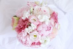 http://rosesetc.files.wordpress.com/2013/07/roses-by-claire-bouquet-eletric-rose-1.jpg