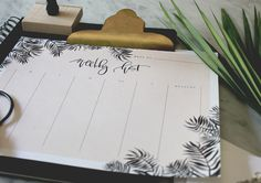 A Fabulous Fete weekly planner | my favorite free printables on littlecupofj.com