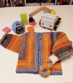 Ein Jäckchen für unsere Kleinen, passt super zur Jeans. Für sie oder ihn. Sieht komplizierter aus, als es ist - also einfach selber stricken! Und ansonsten helfe ich gerne. Bis bald! #wolle #stricken #häkeln #nadeln #weilistrick #dorfen #wollhandlung #wollegeschäft #handarbeit #diy Grand Canal, Super, Gloves, Jeans, Winter, Fashion, Wool, Handarbeit, Jackets